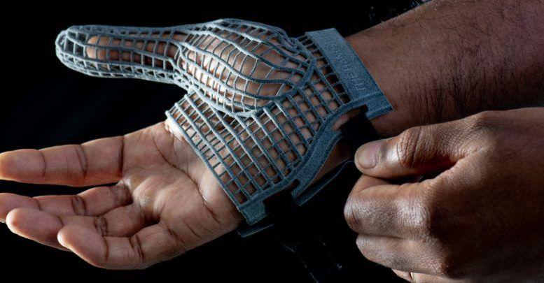 Jaguar produce un guanto stampato in 3D per proteggere le mani dei lavoratori