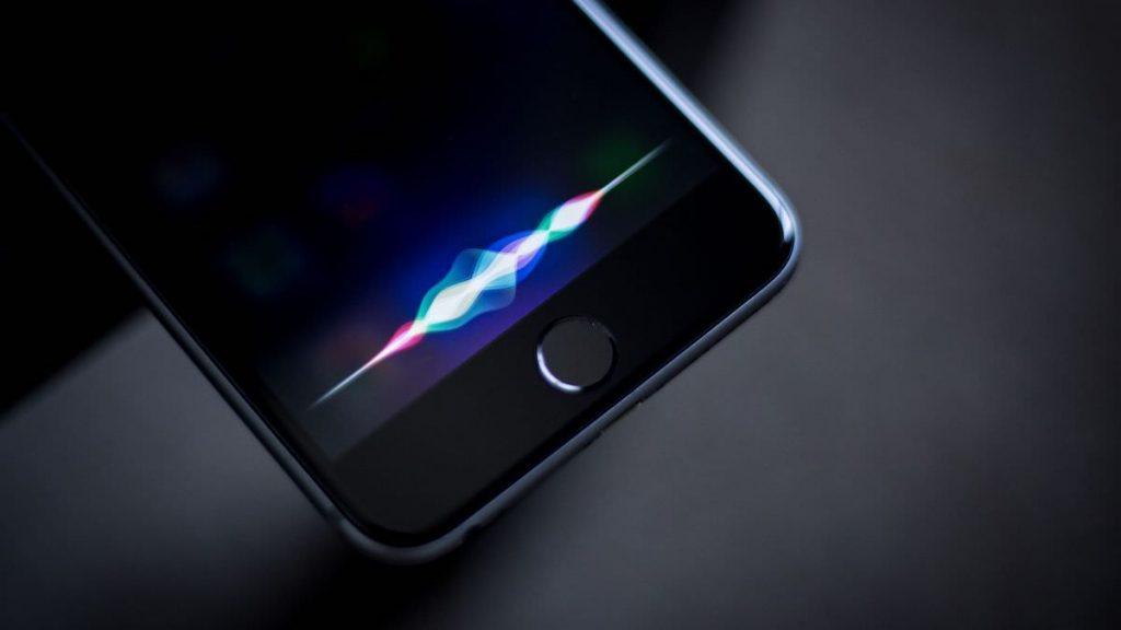 Gli appaltatori Apple hanno origliato le registrazioni private di Siri