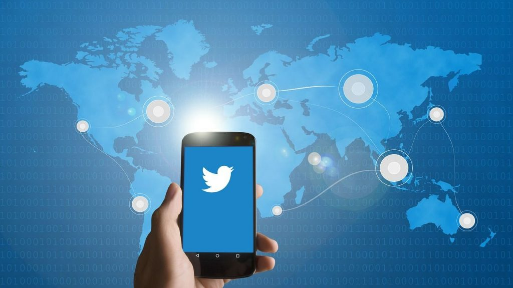 """Twitter """"Continua nuova discussione"""""""