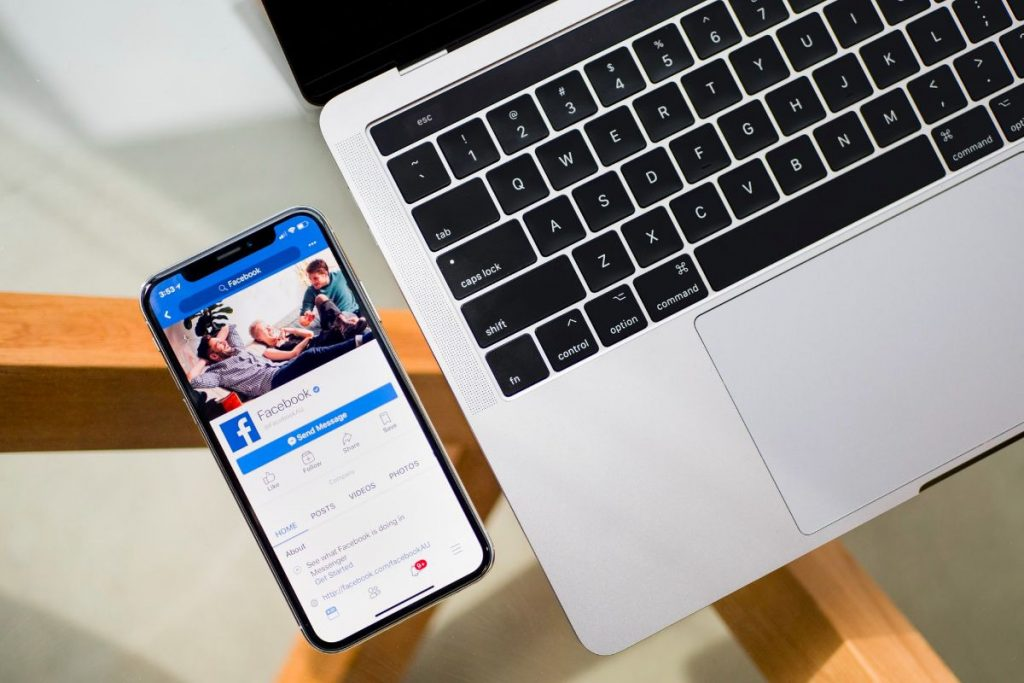 Facebook e Apple in crisi per colpa di un update